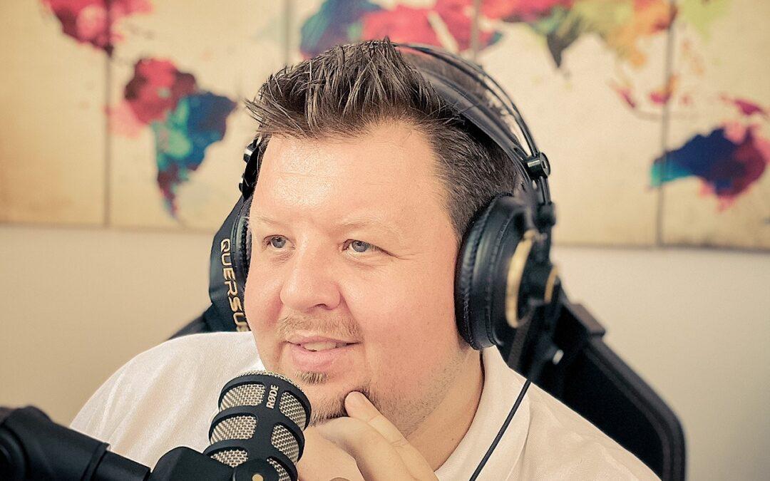 Jeder Dritte hört Podcasts. Auch deine Kunden!